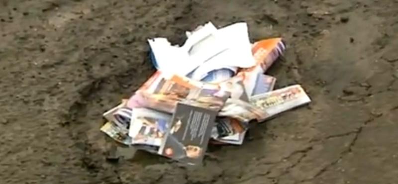 Fideszes szórólapokkal kátyúzták a Gyöngyös melletti utat