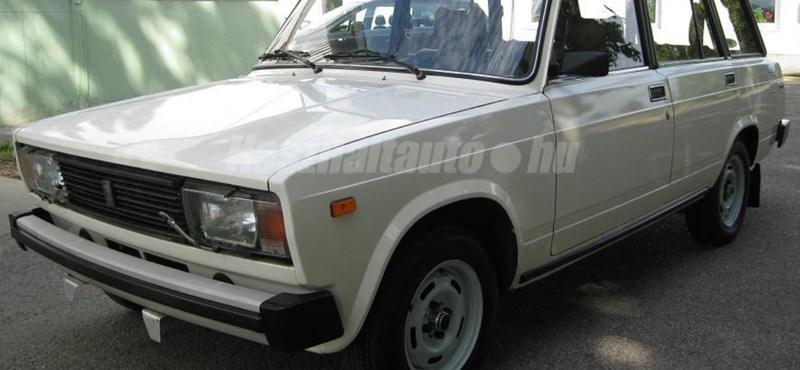 Csak 19 ezer kilométer van ebben az eladó 33 éves Lada kombiban