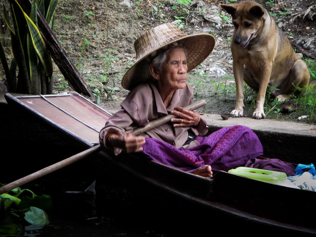 thaiföldi idős asszony nyugdíjas