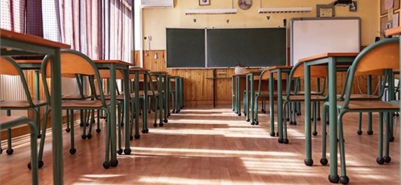 Felfüggeszett börtönt kapott egy anya, aki iskolaőrt támadott meg