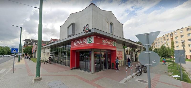 Eldurvult a vita a boltban a távolságtartás megszegése miatt, rendőrt kellett hívni