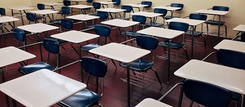 Bezártak az iskolák és az óvodák Pekingben, Szlovéniában enyhítenek