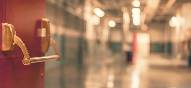 Egy felfújható jelmez miatt fertőződhetett meg 43 kórházi dolgozó Kaliforniában