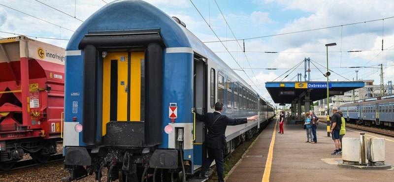 Kitolt a kormány a vonatozókkal