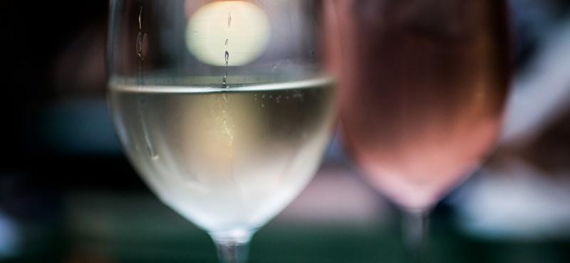 Szelektív gyűjtőkből kiszedett üvegekben árulhatták a mérgező italt