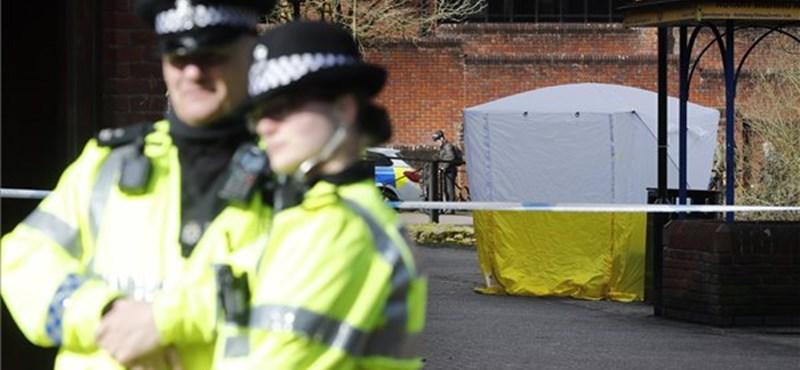 Novicsokkal fertőzött hatósági járműveket temettek el Salisbury környékén