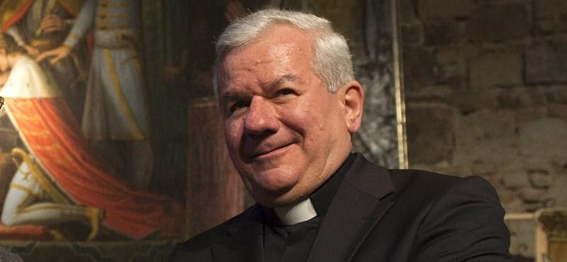 Orbán Viktor kedvenc püspöke apránként beveszi Botka László városát