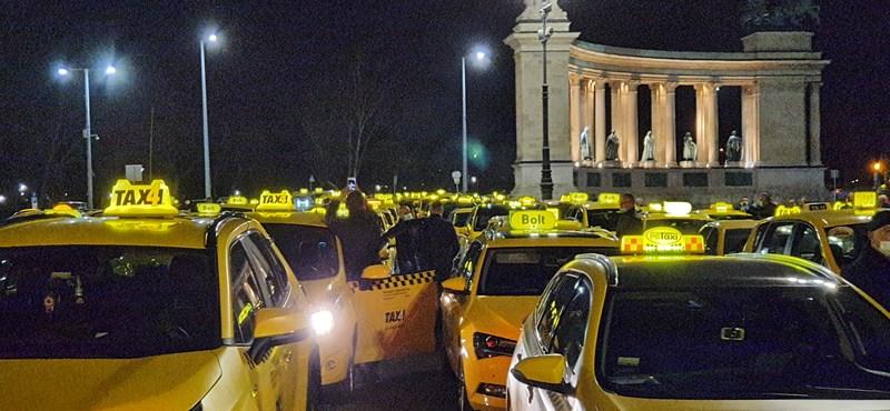 Hozzányúlhatnak a taxisok fix tarifájához, akár teljesen el is törölhetik