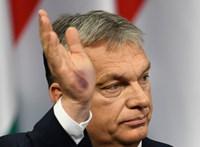 Kiderült, miért voltak lila foltok Orbán Viktor tenyerén