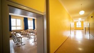 Romániában megoszlanak a vélemények az iskolabezárásokról