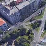 Villamossínekre hajtott egy autós az I. kerületben
