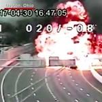 Duplán súlyos az amerikai baleset, amiben felrobbant egy tartálykocsi – videó