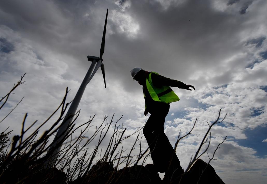 afp. szél, szeles, időjárás, nagyítás - Salkhit Hegy, Mongólia 2013.07.04. szélerőmű, szélenergia