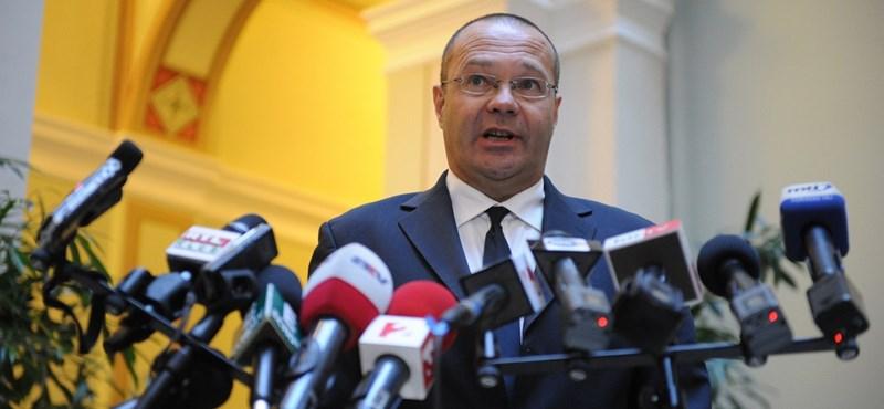 Botrány a TF-en: szabálytalanul kapott diplomát a fideszes képviselő fia?