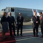 Válasz helyett vádaskodott a honvédelmi miniszter, mikor Orbán repülős útjairól kérdezték