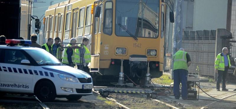 Kisiklott egy villamos a VIII. kerületben, fotók jöttek a balesetről