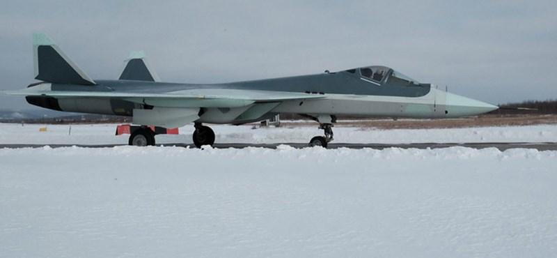Putyinék ereje: itt az oroszok új vadászrepülője – fotók