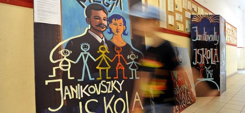 Áll a bál Erzsébetvárosban: mégis megmenekülhet a Janikovszky?