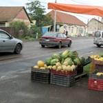 Óriási az adóelkerülés az út menti gyümölcsárusoknál