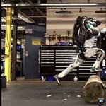 Videó: Leesik az álla, ha megnézi, hogy ugrik át az akadályon ez az emberszabású robot
