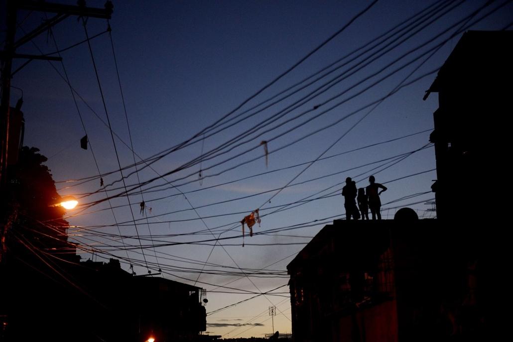 hét képei nagyítás 1202-1207 - 2013.12.04. Venezuela, Caracas, áramszünet, sötétség