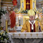 Lukasenka még a pápát is bezsarolta?