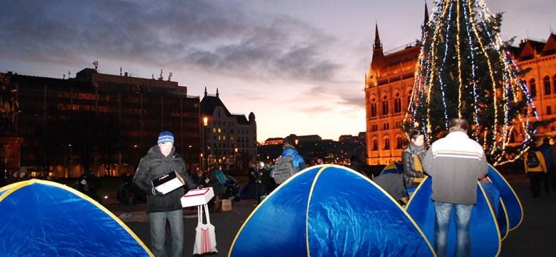 Tábort vert A Város Mindenkié a Kossuth téren