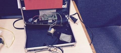 Beperelte iskoláját a muszlim diák, akinek az óráját bombának nézték