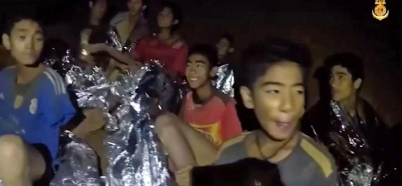 Ketamint kaptak a barlangban rekedt thai fiúk