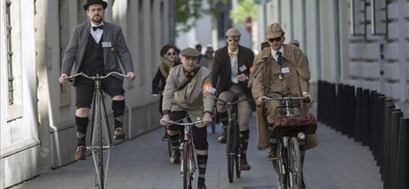 Történelem két keréken: különleges biciklisek tekertek át Budapesten – fotók