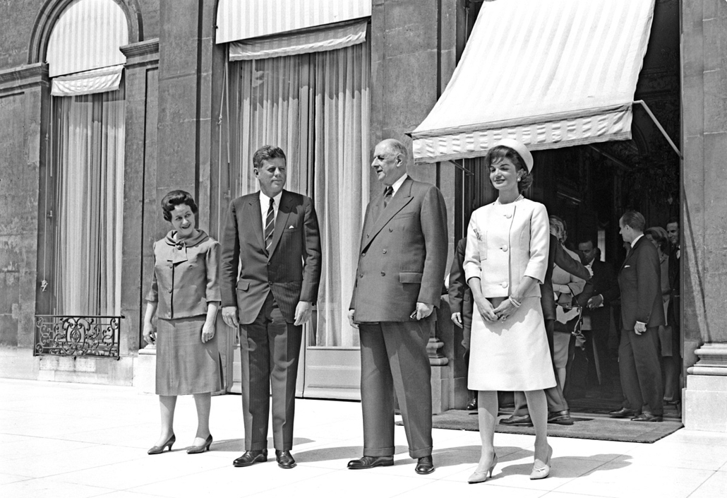 1961.05.31. - Párizs, Franciaország: Yvonne de Gaulle, Kennedy, Jackie Kennedy hivatalos látogatáson Fro-ban. - John F. Kennedy, John Fitzgerald Kennedy