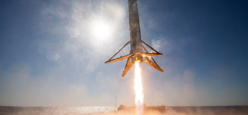 Űrforradalmat emlegetnek, miután épségben visszatért a SpaceX újrafelhasznált hordozórakétája