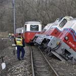 Leszaladt a pályáról és eldőlt a Gyermekvasút egyik mozdonya - fotó