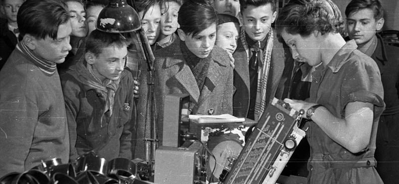 Matekóra a rádióból, házi feladat a postáról: sztorik a távoktatás történetéből