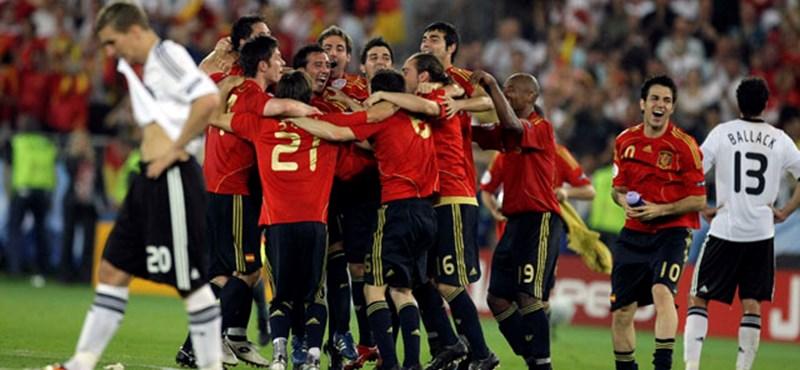 """Fábregas a spanyol csapatról: """"a bajnokoknak is idő kell"""""""