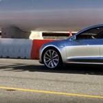 Dupla motort kap az olcsó Tesla is, még komolyabb gyorsulásra készülhetünk