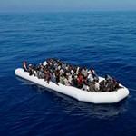 Több mint 360 menekültet mentettek ki a hatóságok a Földközi-tengeren