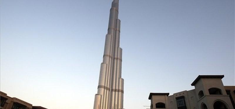 Átadták a világ legmagasabb épületét Dubajban