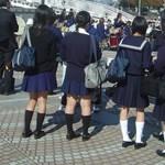 Amikor egy rosszul megválasztott zokni komoly büntetést vonhat maga után az iskolában