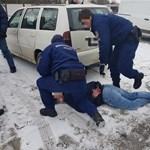 Temetés közben törte fel a gyászolók kocsiját egy tolvaj Győrben