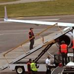 Fotó: ludak csapódtak a pilótafülkébe, kényszerleszállást hajtottak végre