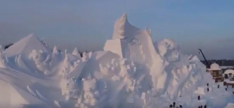 A világ leghatalmasabb hószobra készült Kínában – videó