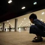 Kijutott Németországba a Keletiből a nyitott szívvel élő kisfiú