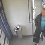 Hegedűt lopott a vonaton, felvette a biztonsági kamera – fotók