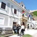 Felpöröghet a magyarországi várbiznisz