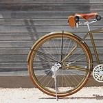 Van egy stílusa egy ilyen 100 éves Harley-Davidson biciklinek