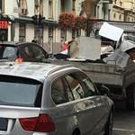 Ritka pofátlan módon akasztotta meg a budapesti forgalmat egy autós