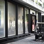 Terepjáróval rontottak be a rablók a Chanel párizsi üzletébe
