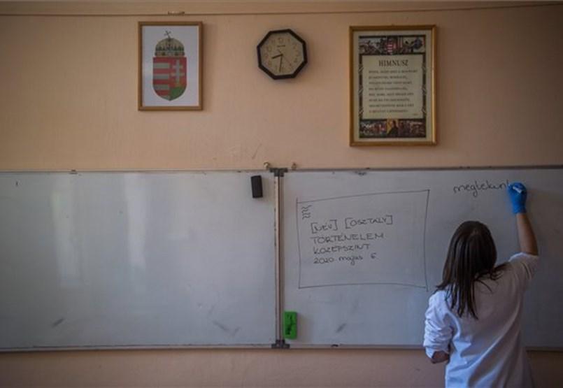 Több mint százezer érettségiző vár a döntésre: rengeteg a megválaszolatlan kérdés a vizsgák körül