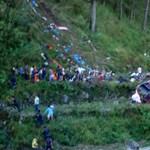 Szakadékba zuhant egy busz a Fülöp-szigeteken – 13 halott